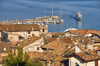 Blick auf den Hafen von Desenzano